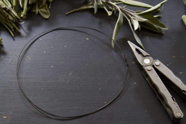 eucalyptus-and-sage-wreath-erin-boyle-gardenista-4