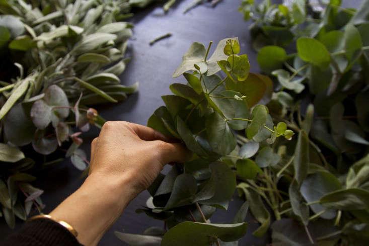 eucalyptus-and-sage-wreath-erin-boyle-gardenista-8