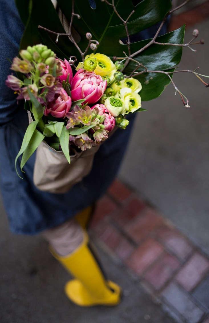 flora-cultural-flower-quiver-liesa-johannssen-gardenista