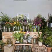 flowers_front_spina_cafe_nicole_franzen_gardenista