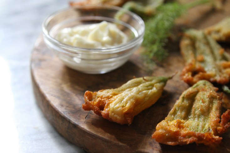 fried squash blossoms with aioli – gardenista