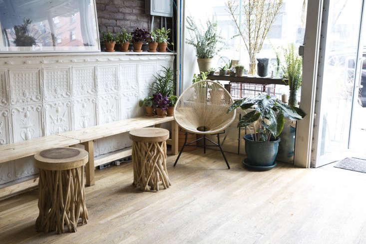 front_stools_spina_cafe_nicole_franzen_gardenista