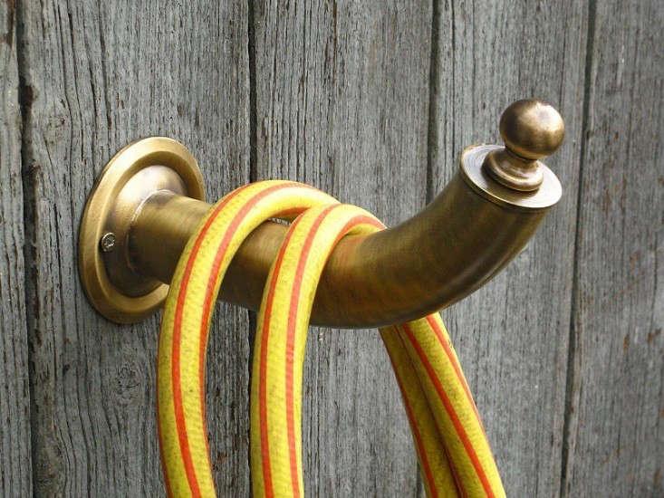 garden-hose-hook-gardenista