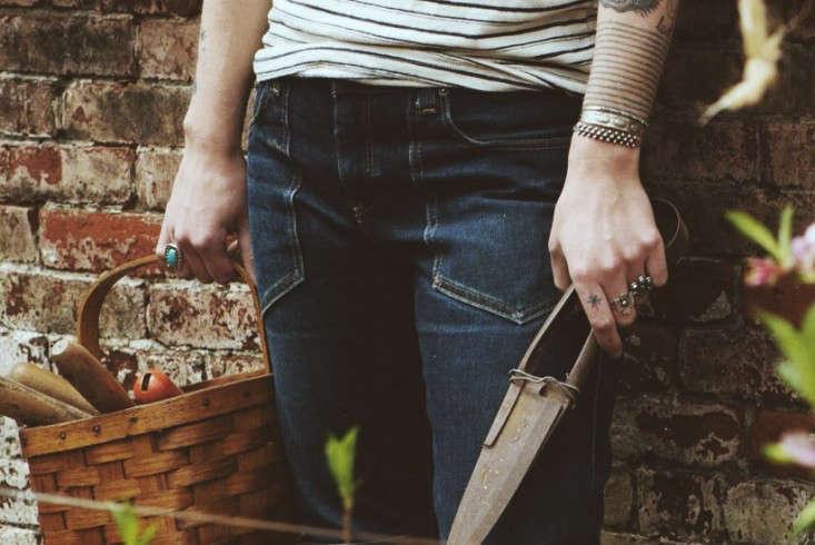 gardeners-work-pants-patch-pockets-gardenista