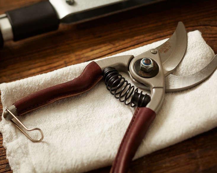 gardenista-100-french-leather-handled-garden-pruners