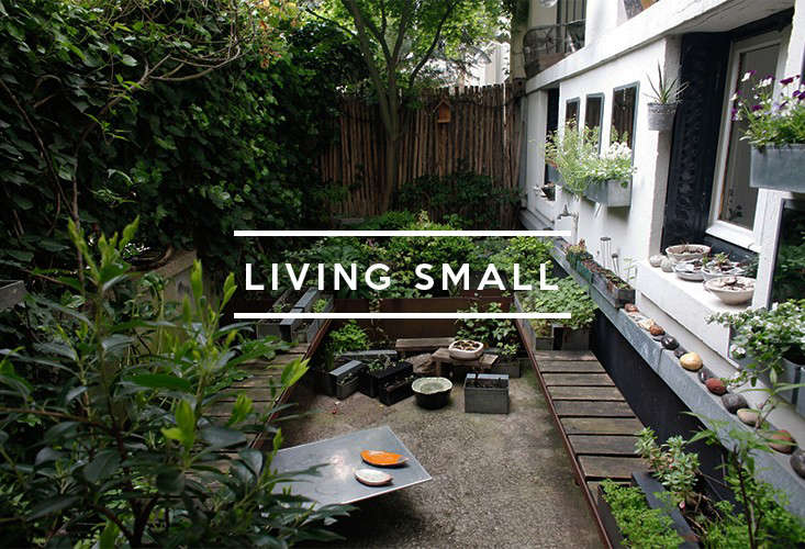 Table of contents living small gardenista for Very small courtyard gardens