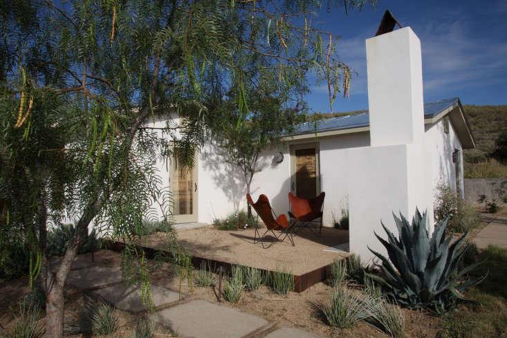 gravel-steel-patio-christine-ten-eyck-gardenista