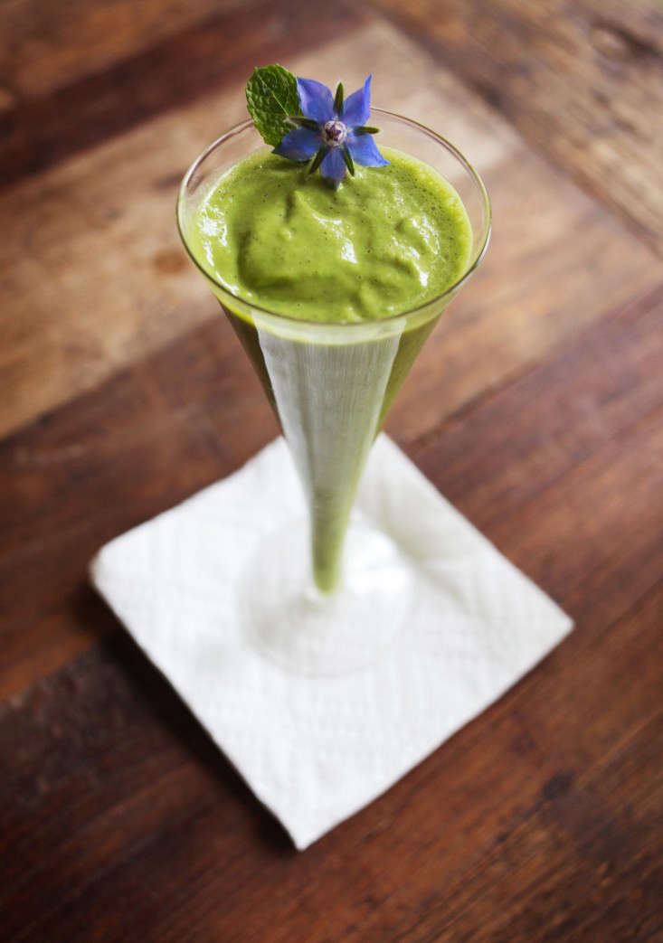green-fruit-smoothie-gardenista-8