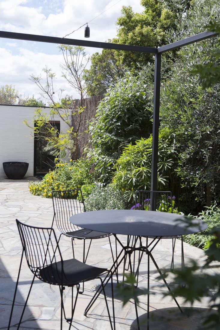 grounded-gardens-courtyard-garden-Melbourne-garage-gardenista
