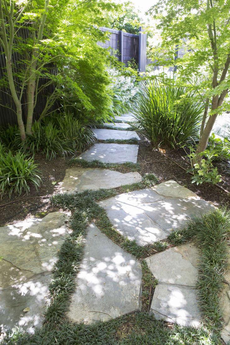 grounded-gardens-courtyard-garden-hidden-path-gardenista