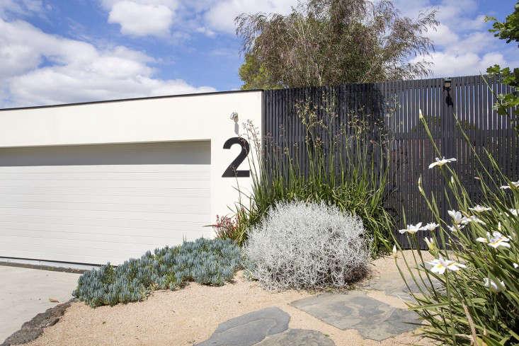 grounded-gardens-melbourne-australia-entryway-garage-gardenista