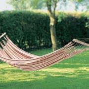 hammock-manufactum-between-trees