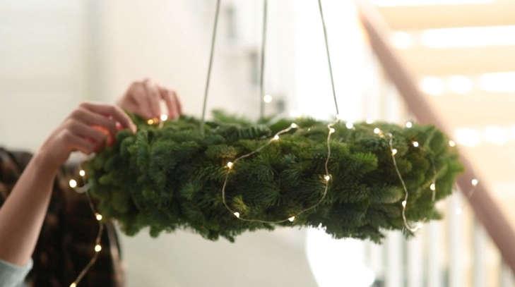 hanging-chandelier-wreath-workshop-2015-gardenista