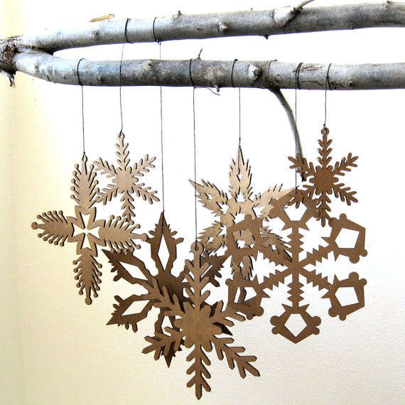 hanging-snowflake-decorations-gardenista