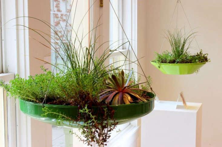 hover-pot-planters-2-gardenista
