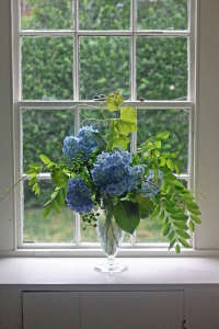 hydrangea bouquet with grape vine and locust 4, Gardenista