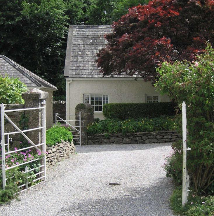 10 garden ideas to steal from ireland gardenista for Garden designs ireland