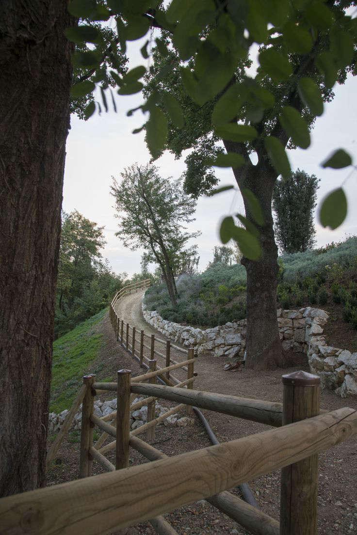 italy-path-bridge-garden-gardenista