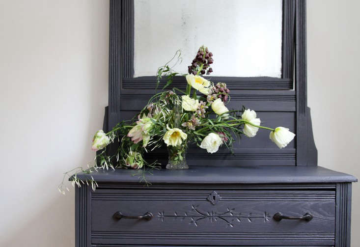 jamess-daughter-flowers-dresser-mirror-erin-boyle-gardenista