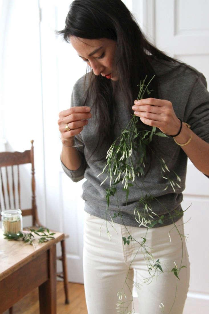 jamess-daughter-flowers-lisa-jasmine-erin-boyle-gardenista