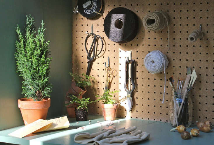 jardin-heirloom-seeds-potting-shed-1-gardenista