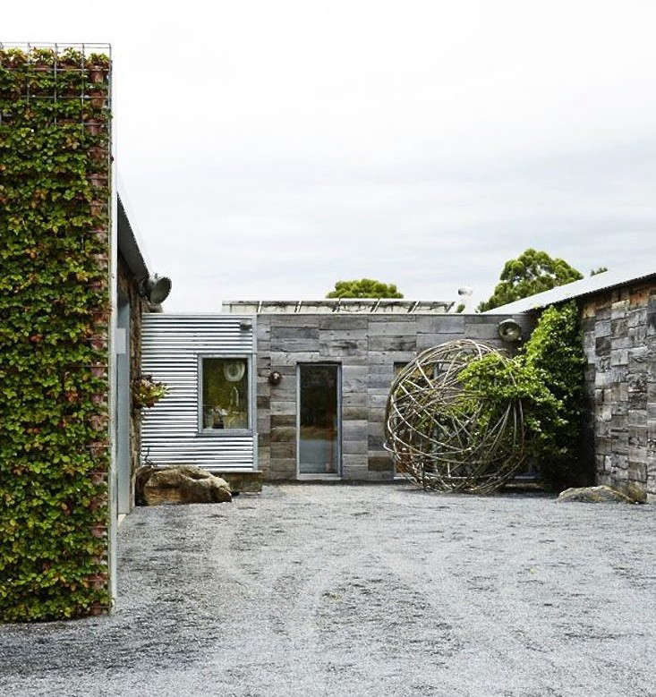 joost-bakker-house-australia-driveway-gardenista