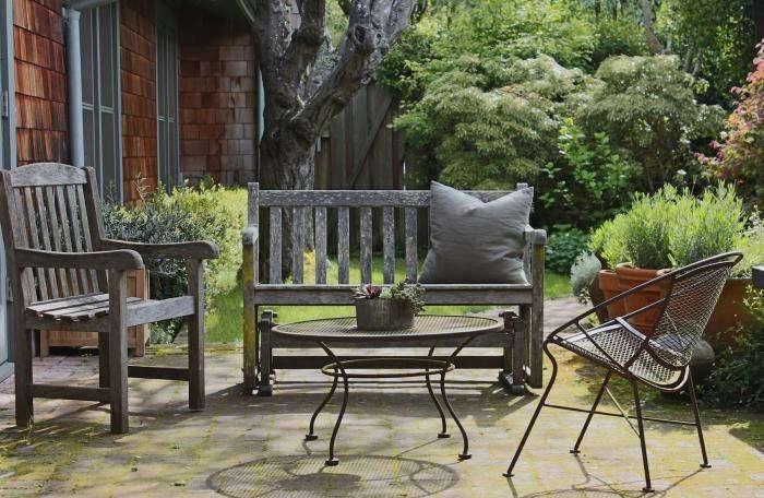 julie-brick-patio-with-no-rug-gardenista