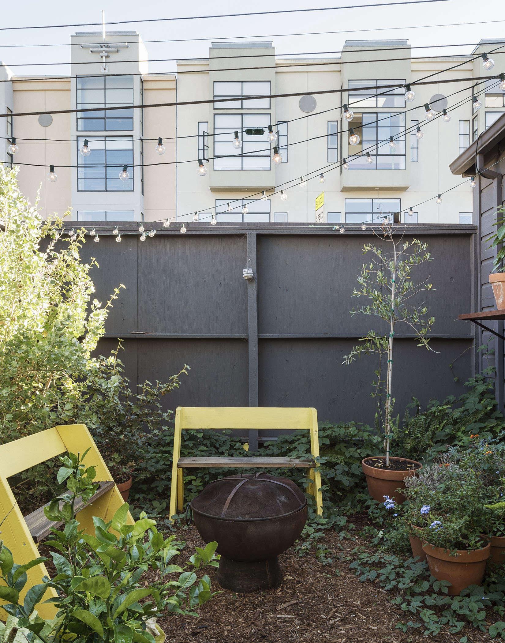 klein-garden-mission-san-francisco-gardenista-fire-pit-lounge-chairs