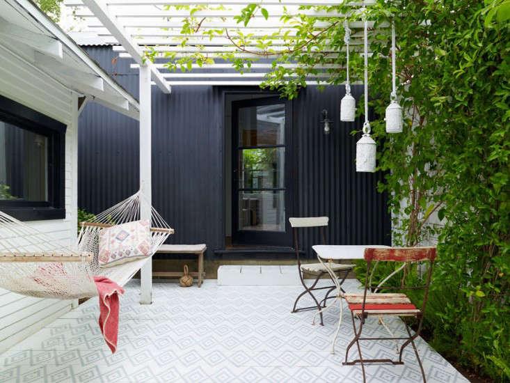 los-feliz-outbuilding-cottage-alexandra-angle-gardenista-2