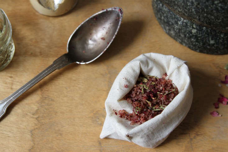 marble-and-milkweed-bath-soak-1-erin-boyle-gardenista