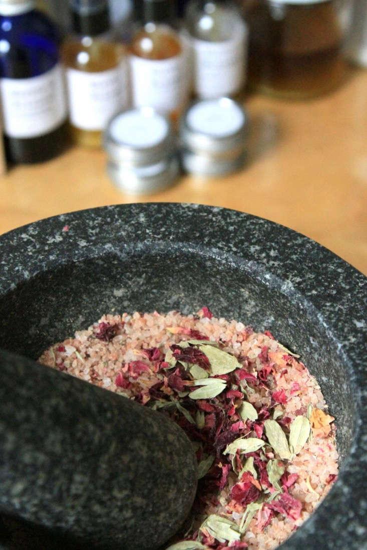 marble-and-milkweed-bath-soak-5-erin-boyle-gardenista