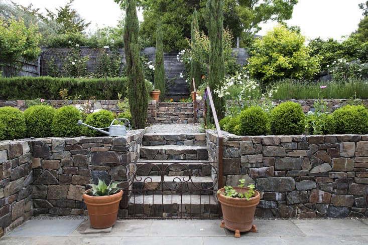 mediterranean-garden-linsteadt-1-gardenista