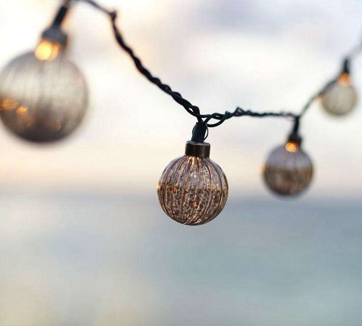 10 Easy Pieces: Cafe-Style Outdoor String Lights: Gardenista
