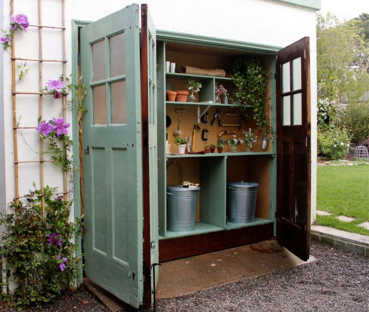 Steal this look my mini garden shed in a garage gardenista for Mini potting shed
