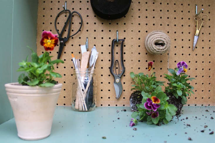 michelle-slatalla-potting-shed-gardenista-14