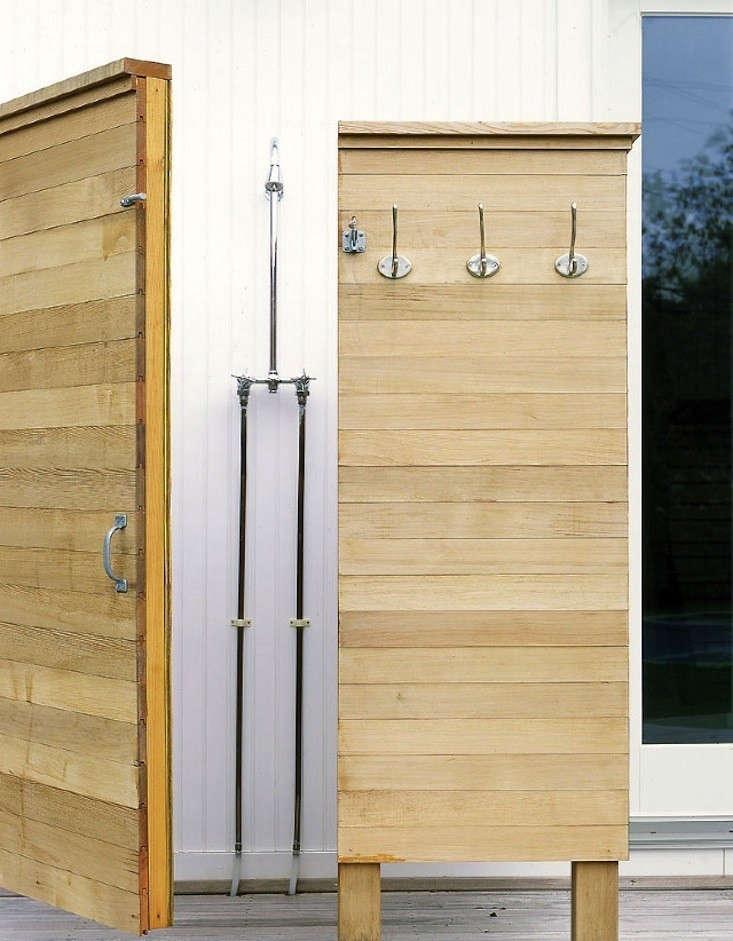 murdock-young-montauk-house-outdoor-shower-remodelista