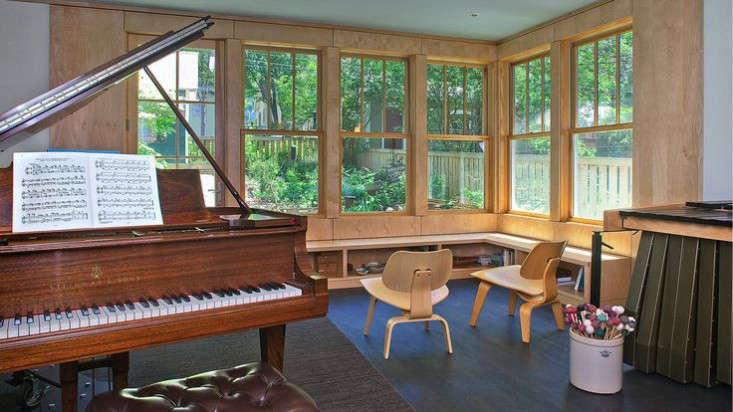 music-room-outbuilding-piano-3-gardenista