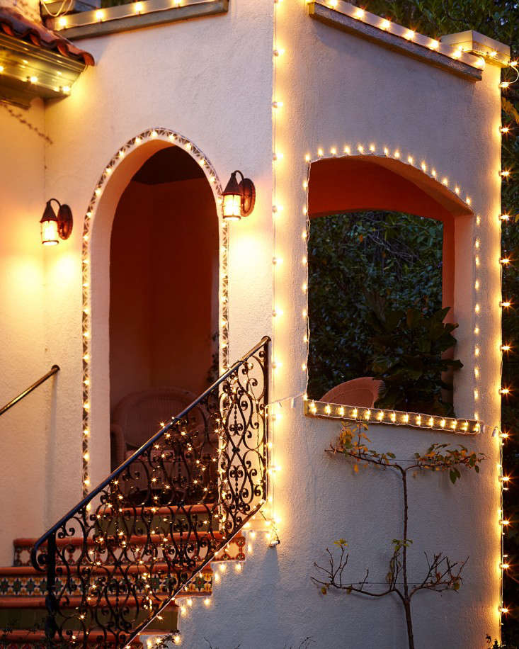 outdoor holiday string lights define architecture l Gardenista