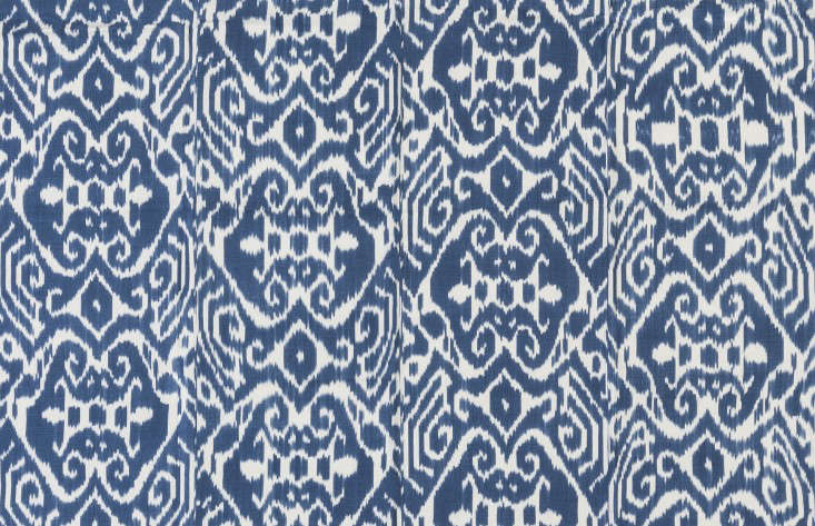 outdoor-fabric-madeline-weinrib-blue-white-gardenista-Luce