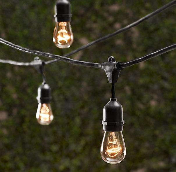 outdoor-holiday-vintage-string-lights-gardenista