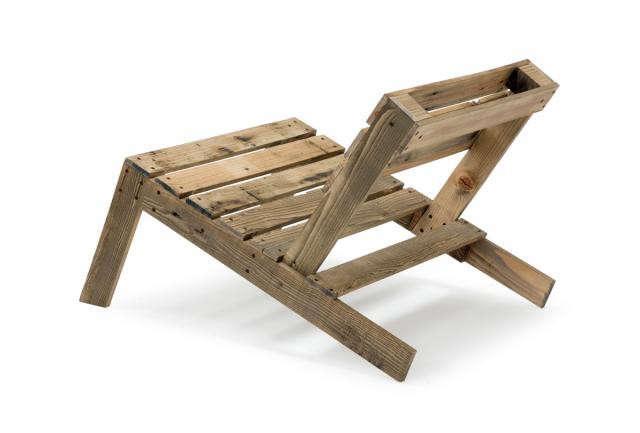 pallet-chair-lo-diy-studio-mama-gardenista