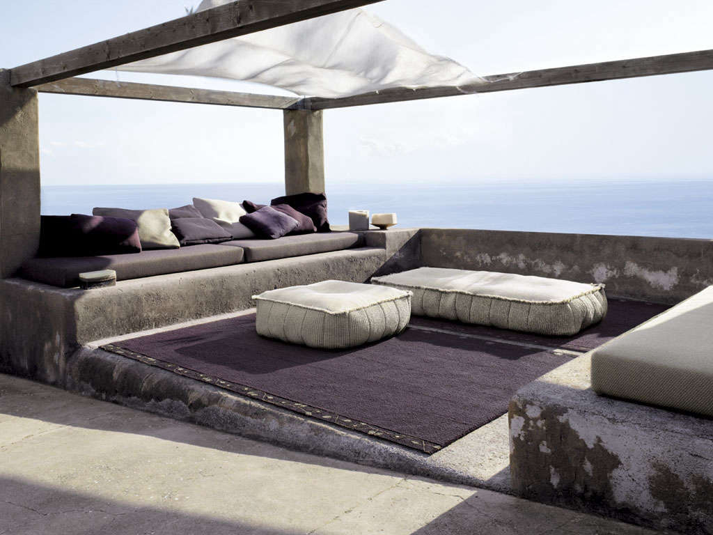 Made in milan outdoor furniture from paola lenti gardenista for Outdoor furniture italy