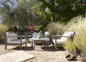 pea-gravel-patio-napa-california-garden-ranch-style-house-gardenista