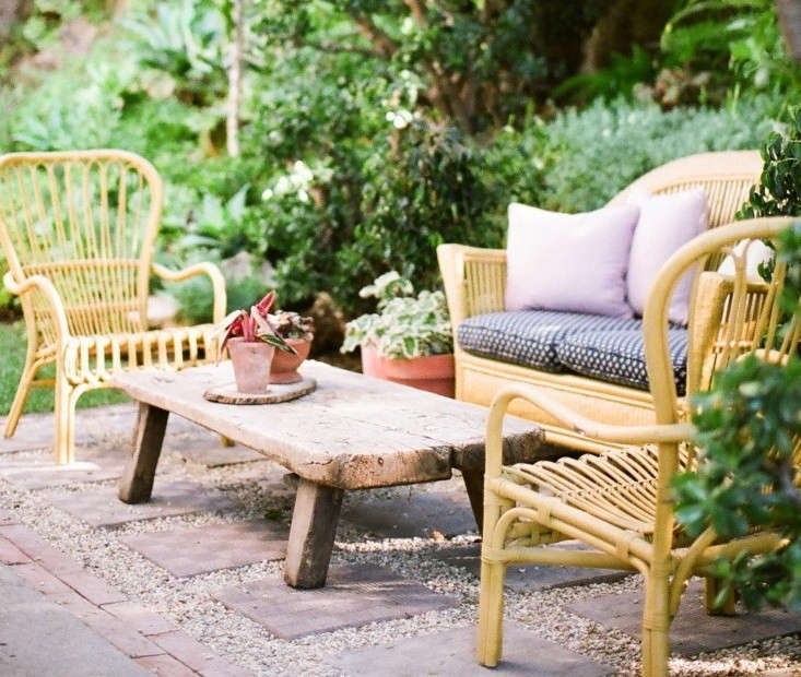Low cost luxe 9 pea gravel patio ideas to steal gardenista for Garden designs seating areas