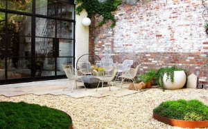 pea-gravel-patio_dlandstudio-brooklyn-townhouse-patio-garden-
