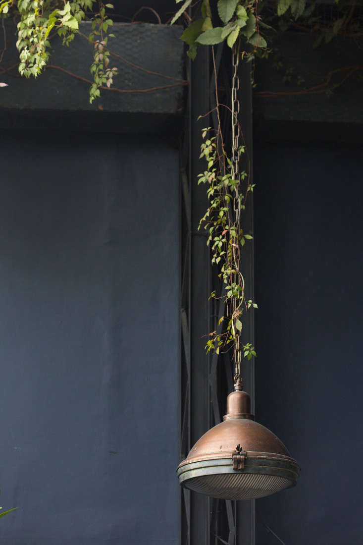 pendant lamp at romita restaurant in mexico city by mimi giboin for gardenista