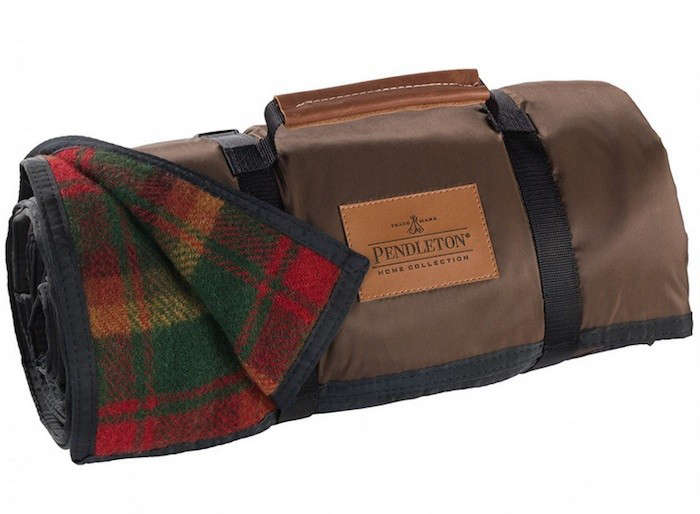 pendleton-picnic-blanket-roll-up