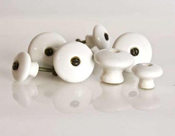 perfect-powder-room-vintage-porcelain-knobs-paxton-gardenista