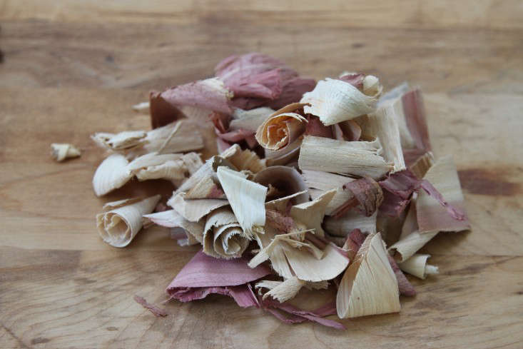red-cedar-wood-shavings-gardenista