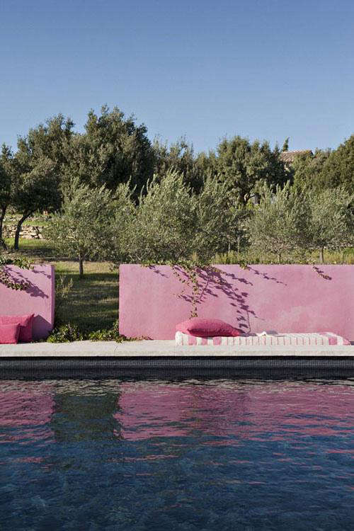 pink-stucco-wall-swimming-pool-provence